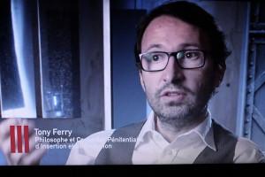 Tony Ferri dans le reportage Enfermés dehors diffusé sur France 2 en 2016 (source Wikimedia Commons)